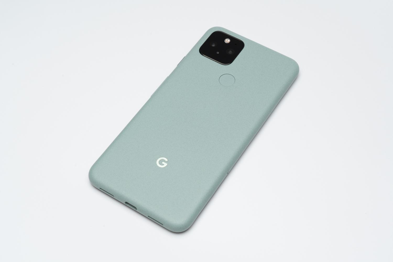 Google Pixel 5レビュー。上質なボディに必要な機能を詰め込み、価格は抑えたニュースタンダード