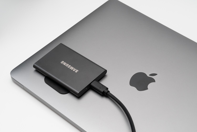 MacBookのSSD容量が足りないなら、ポータブルSSDを貼ればいいじゃないか